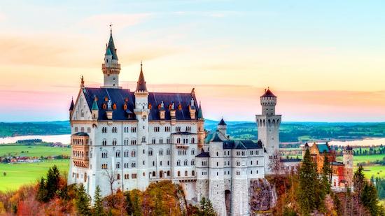 neuschwanstein-castillo-fondo-pantalla-ciudad-noche