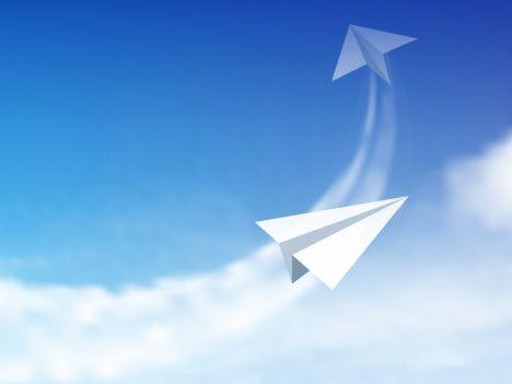 Resultat d'imatges de aviones de papel VOLANDO